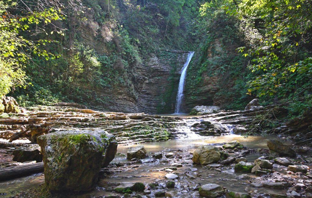 Водопад ручья Руфабго (притока реки Белая)
