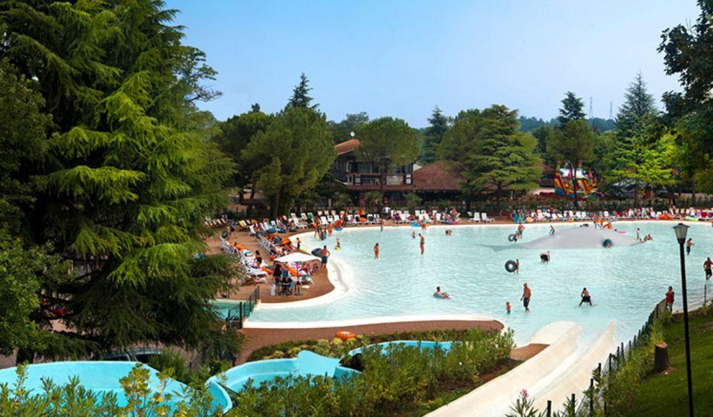 Аквапарк Альтоминчио, это не просто аквапарк, а высококлассная туристическая деревня, где воедино связаны культура, природа и развлечения