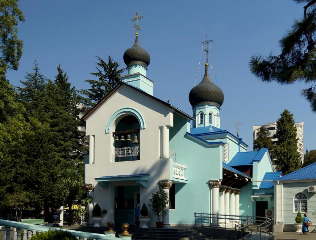 Церковь имеет придел во имя иконы Божией Матери «Всех скорбящих радость»