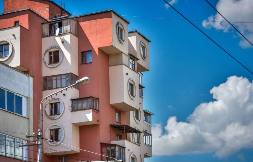 Дом тетрис красуется на пересечении улиц Пушкина и Минской