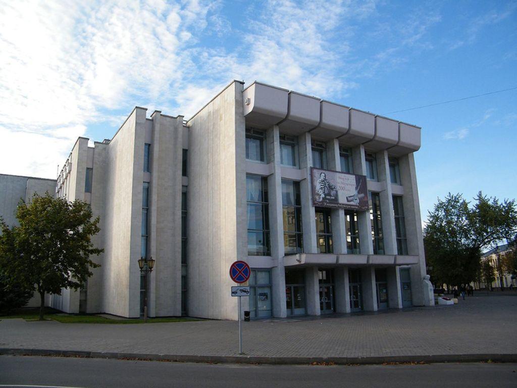 Театр – традиционное здание, возведенное в эпоху социализма