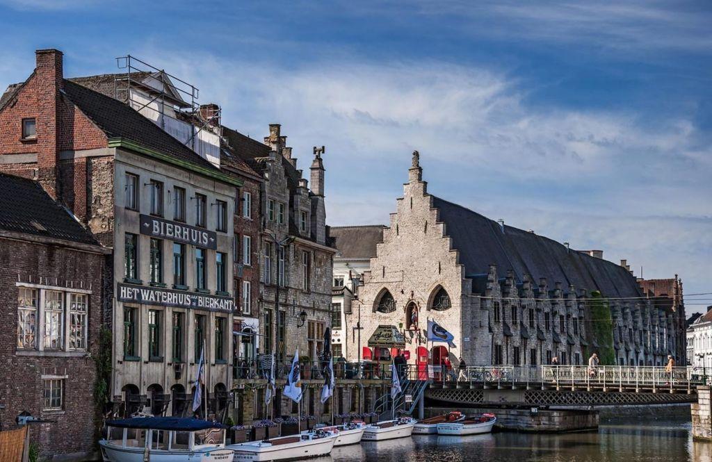 Памятник архитектуры XV века, используется как крытый рынок