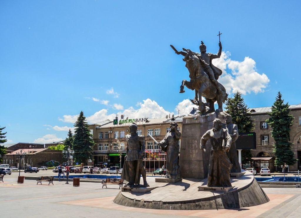 Памятник Вардану Мамиконяну