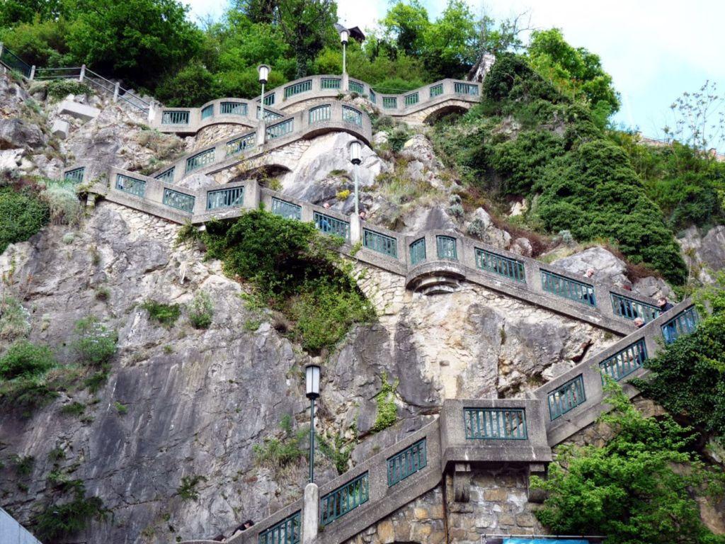 Завершение постройки крепости значится 1125 годом