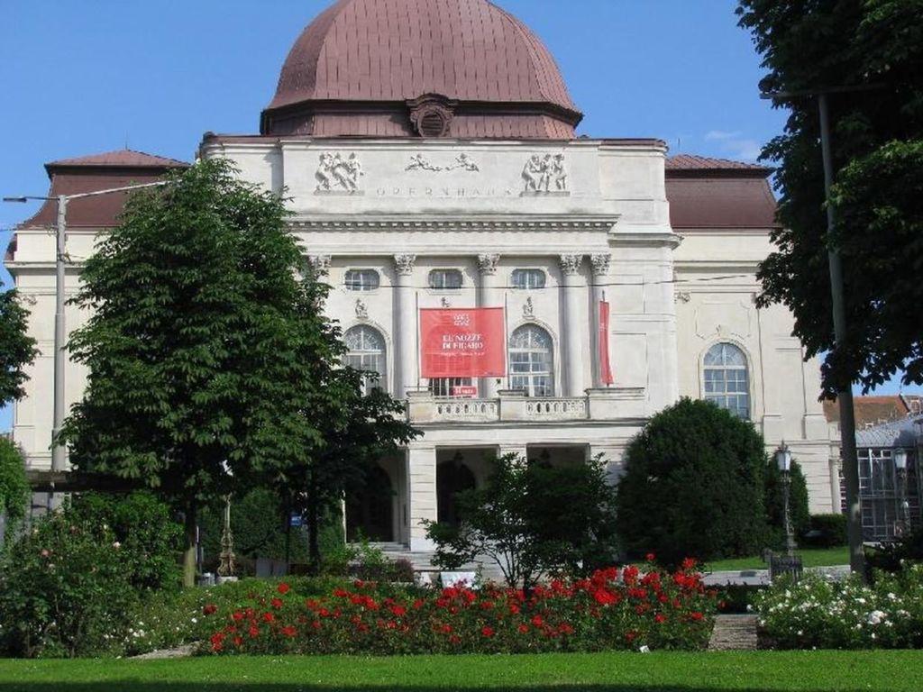 Второй по величине оперный театр Австрии