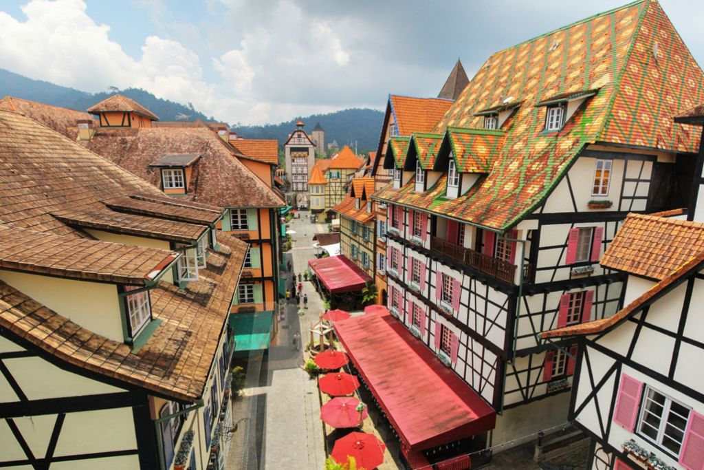 Прообразом тематического курорта послужило эльзасское поселение Colma