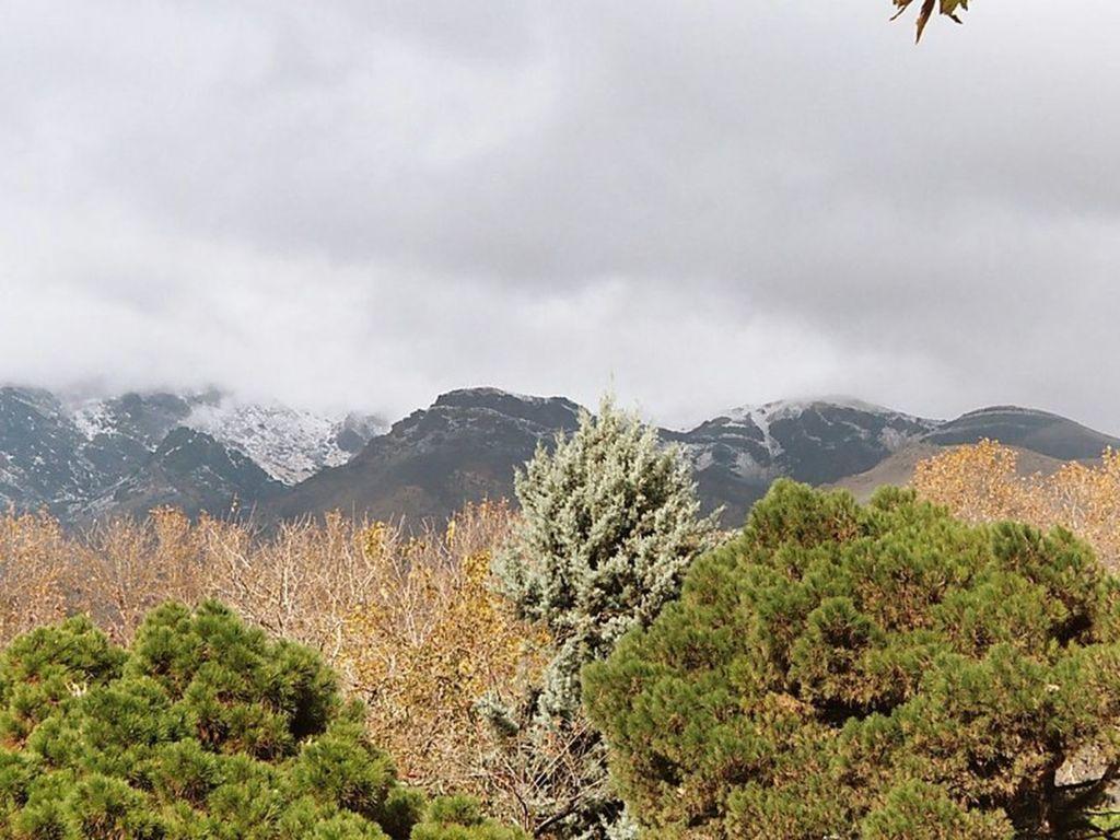 Гора Точаль находится в горной цепи к северу от Тегерана, ее пик достигает ошеломляющих 3993 метра
