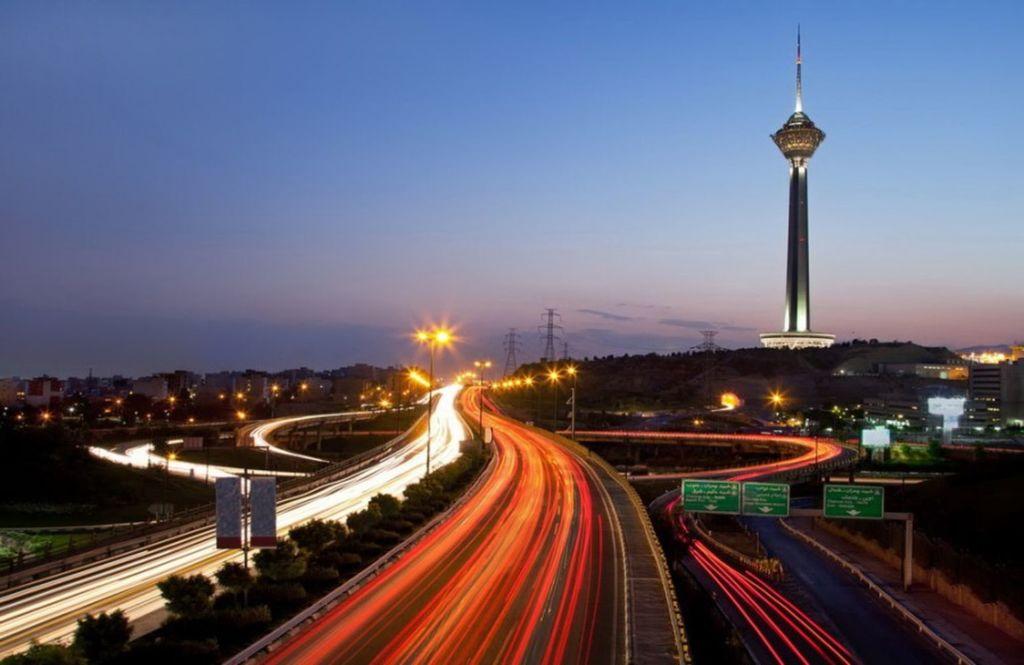 Башня Милад является одной из самых знаковых структур Тегерана и наиболее заметной чертой горизонта города