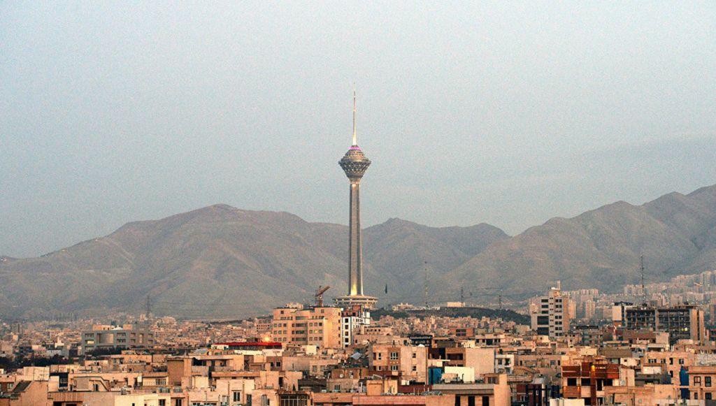 Поездки на вершину башни стоят недорого и стоят усилий в ясный день
