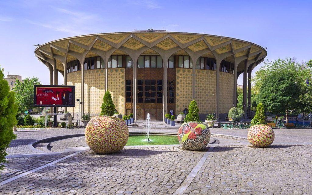 Зал Вахдат был построен в 1967 году и имеет трехэтажный оперный зал