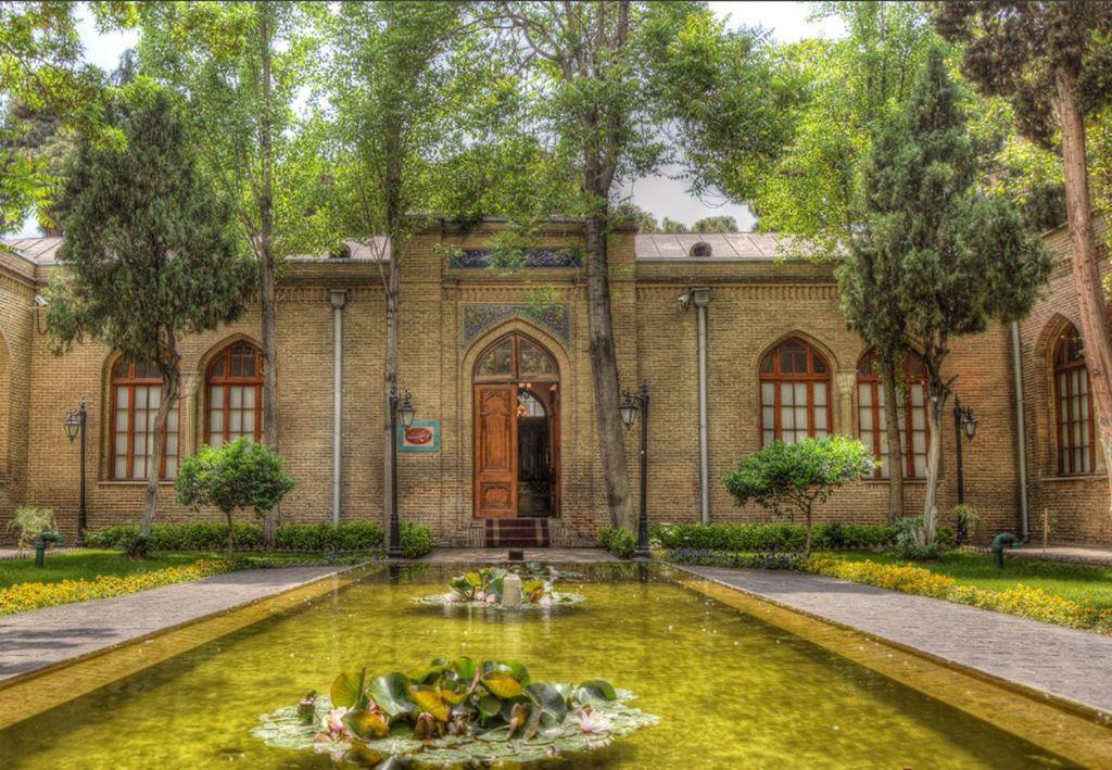 Негарский сад является одним из значительных исторических и культурных объектов Тегерана