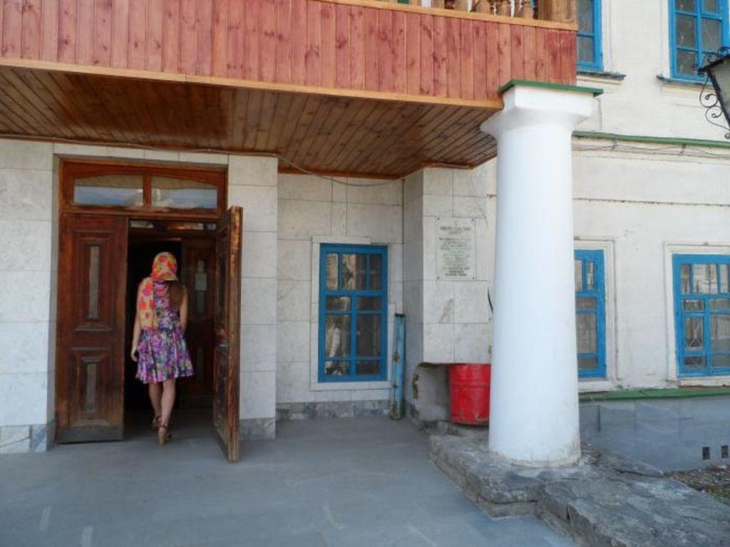 На территории мужской обители в игуменском корпусе действует удивительный православный музей