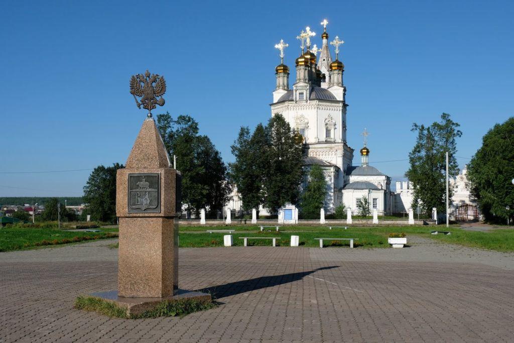 В центральное место площади отведено памятнику в честь 400-летия со дня основания города