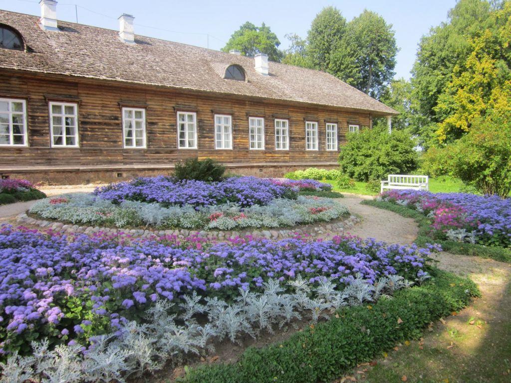 «Дом Лариных» в Тригорском