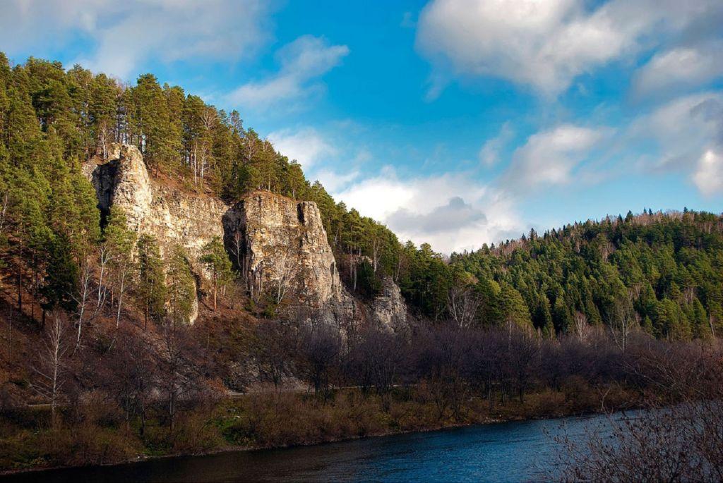 Камень Ермак на реке Сылва