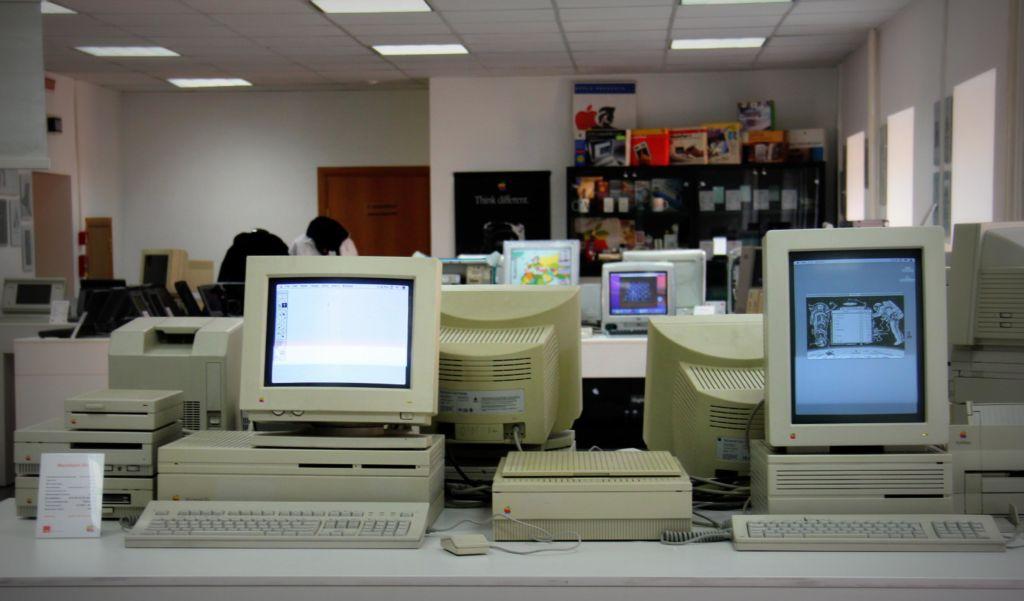 Частному музею Apple в Москве принадлежит беспрецедентная коллекция электроники, а часть экспонатов поклонники сочтут за настоящий артефакт