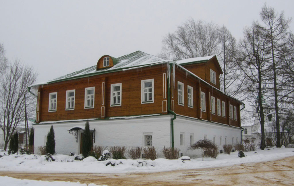 Дом настоятельницы монастыря зимой