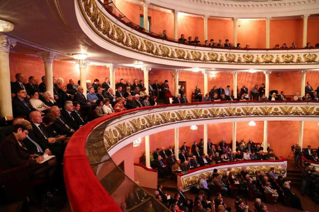 Зрительный зал перед спектаклем