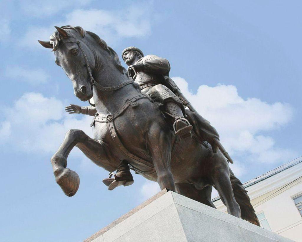 Михаил Тверской на лошади
