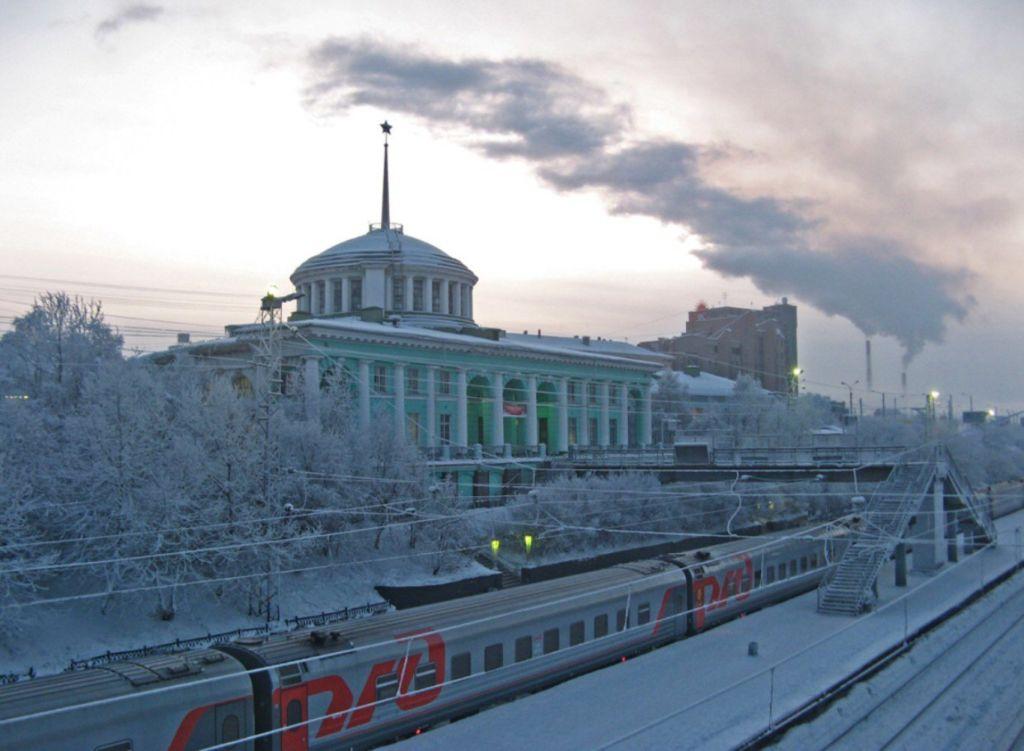 ЖД станция зимой