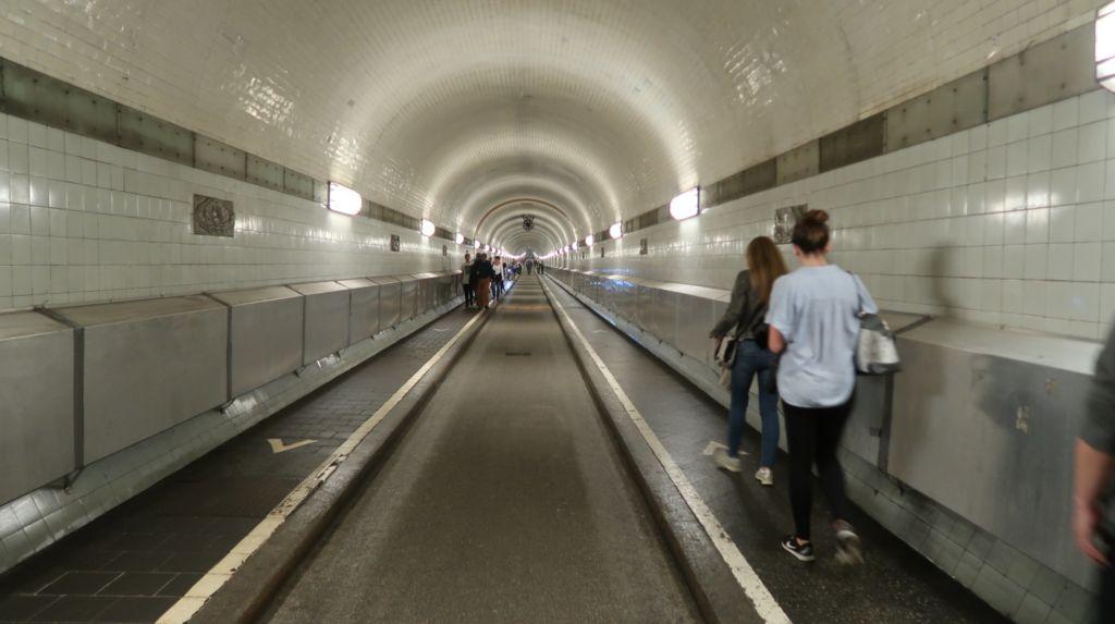 Общая длина тоннеля 426 метров