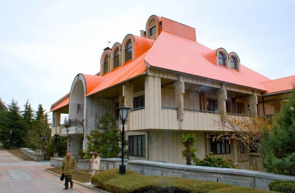 Место для постройки было выбрано супругой генерального секретаря