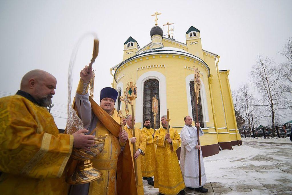 Был возведён на месте одноимённой деревянной церкви в 1821 году