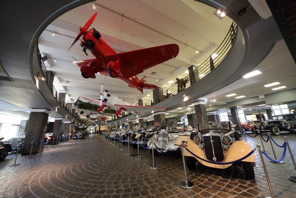 Это самый большой российский музей старинной техники