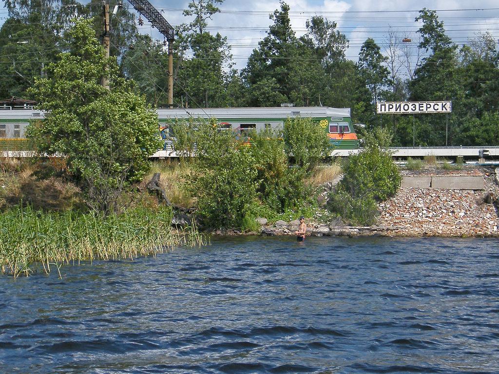 В Приозерск легко и быстро можно добраться из Санкт-Петербурга