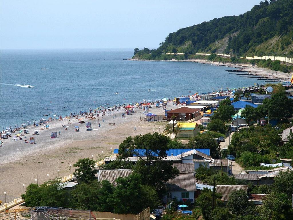 В Дагомысе менее заполненные пляжи, чем в Сочи