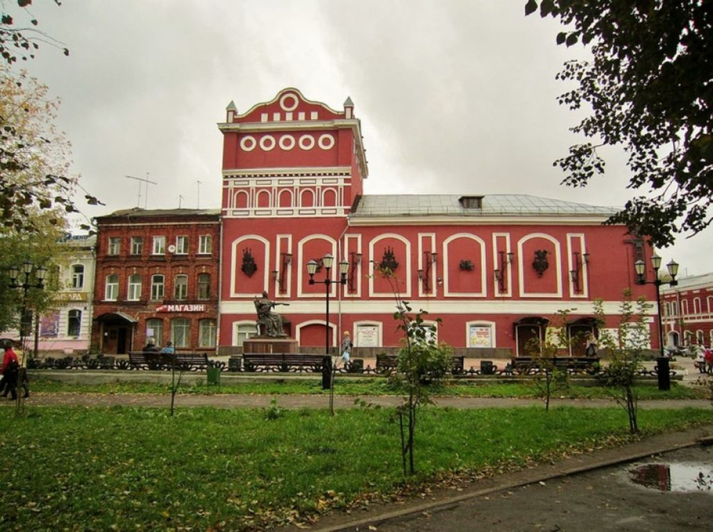 Здание театра возвели в конце 19 века