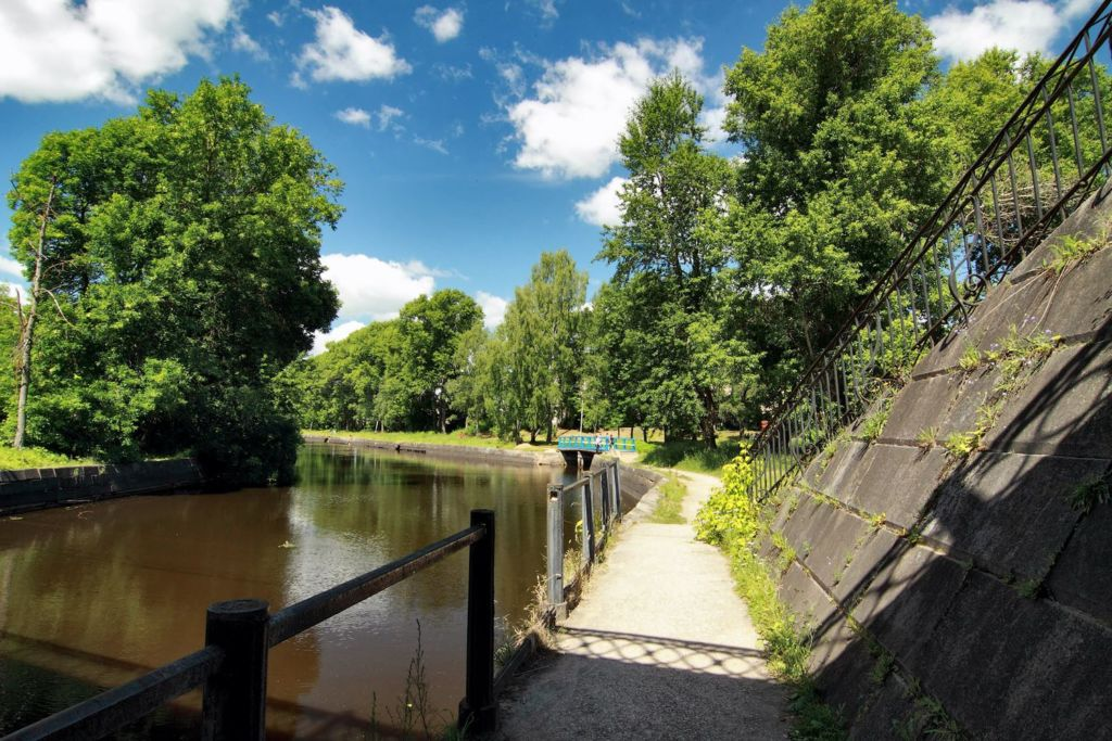 В 1703 году было начато строительство первого канала