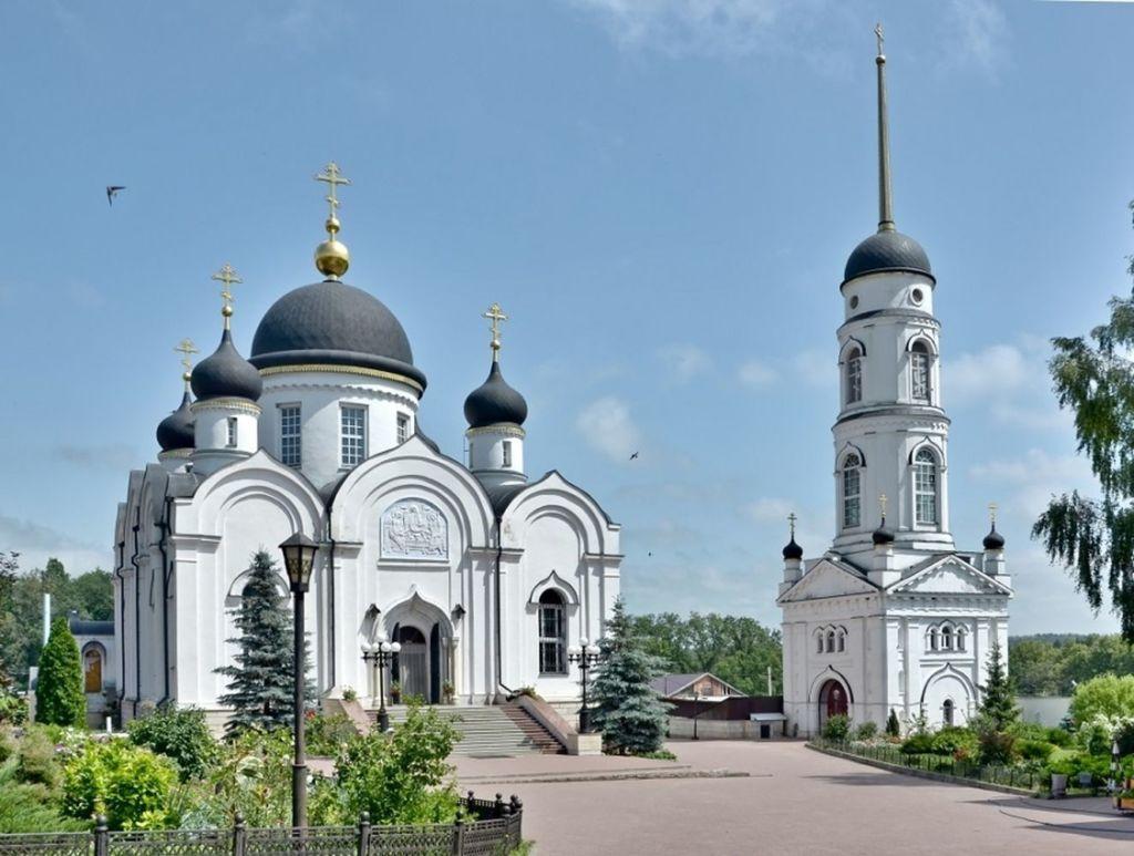 Образован на месте разрушенного Свято–Тихоновского мужского монастыря