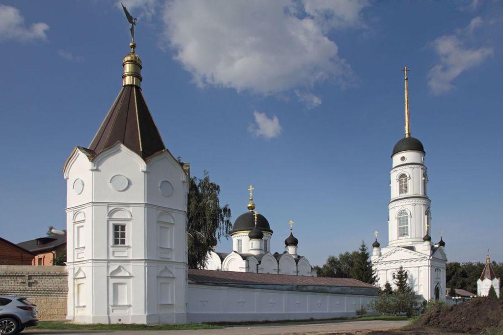 Находится в 15 км от Задонска в селе Мирное