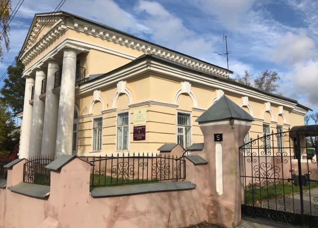 Находится в старинном особняке XIX века