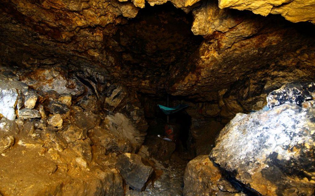По пещерам нужно передвигаться ползком
