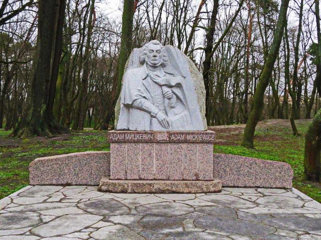 Поэт принёс значительный вклад в развитие польской литературы
